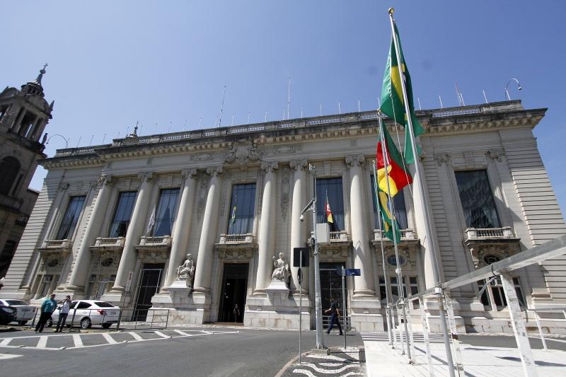 Governo suspende cogestão e coloca todo o RS em bandeira preta a partir de sábado para conter avanço da pandemia