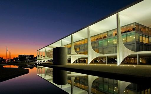 Bolsonaro sanciona nova lei de licitações e contratos administrativos